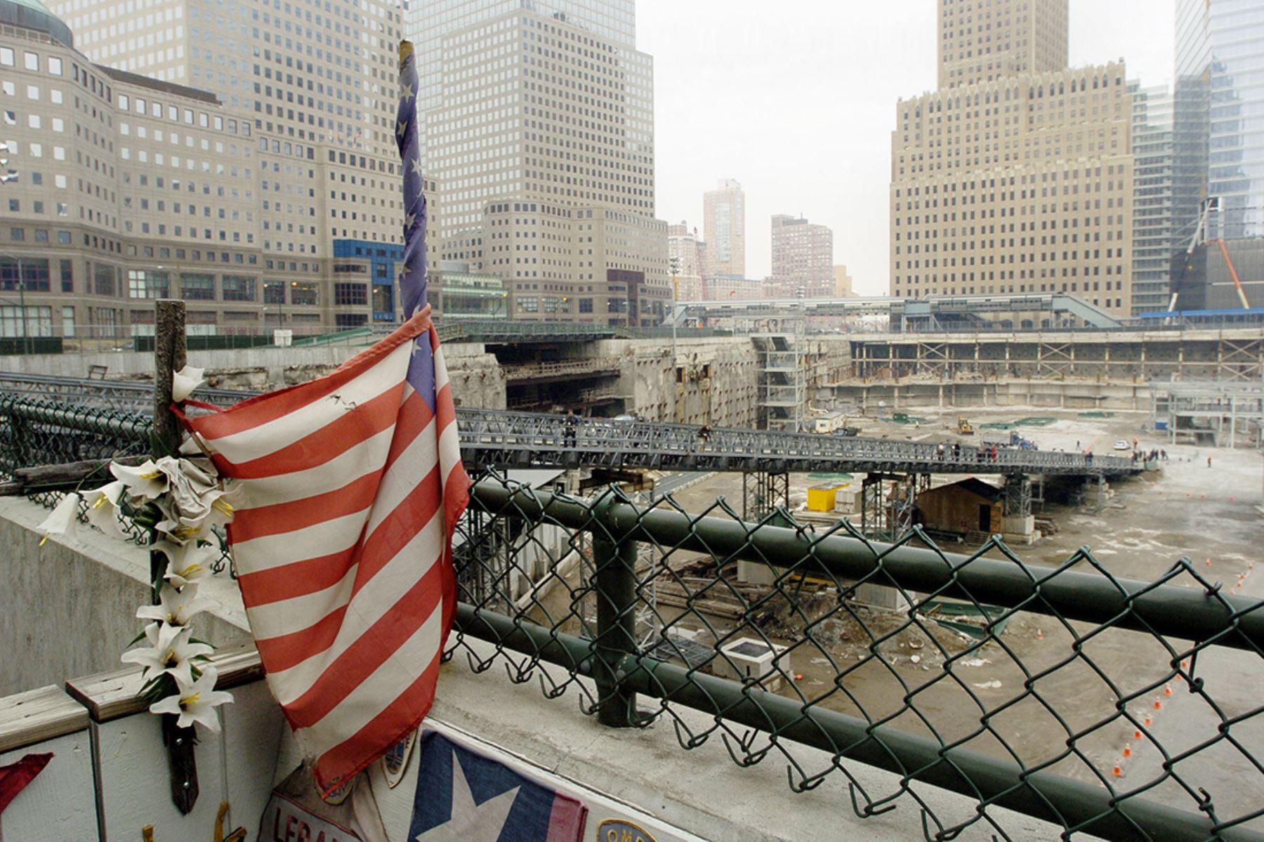 Cinco años después,  trabajadores de la construcción cerca del World Trade Center descubrieron 74 fragmentos más de hueso en un rascacielos dañado que se está preparando para la demolición, dijeron las autoridades. Nueva York, 13 de marzo de 2006. Foto: AFP
