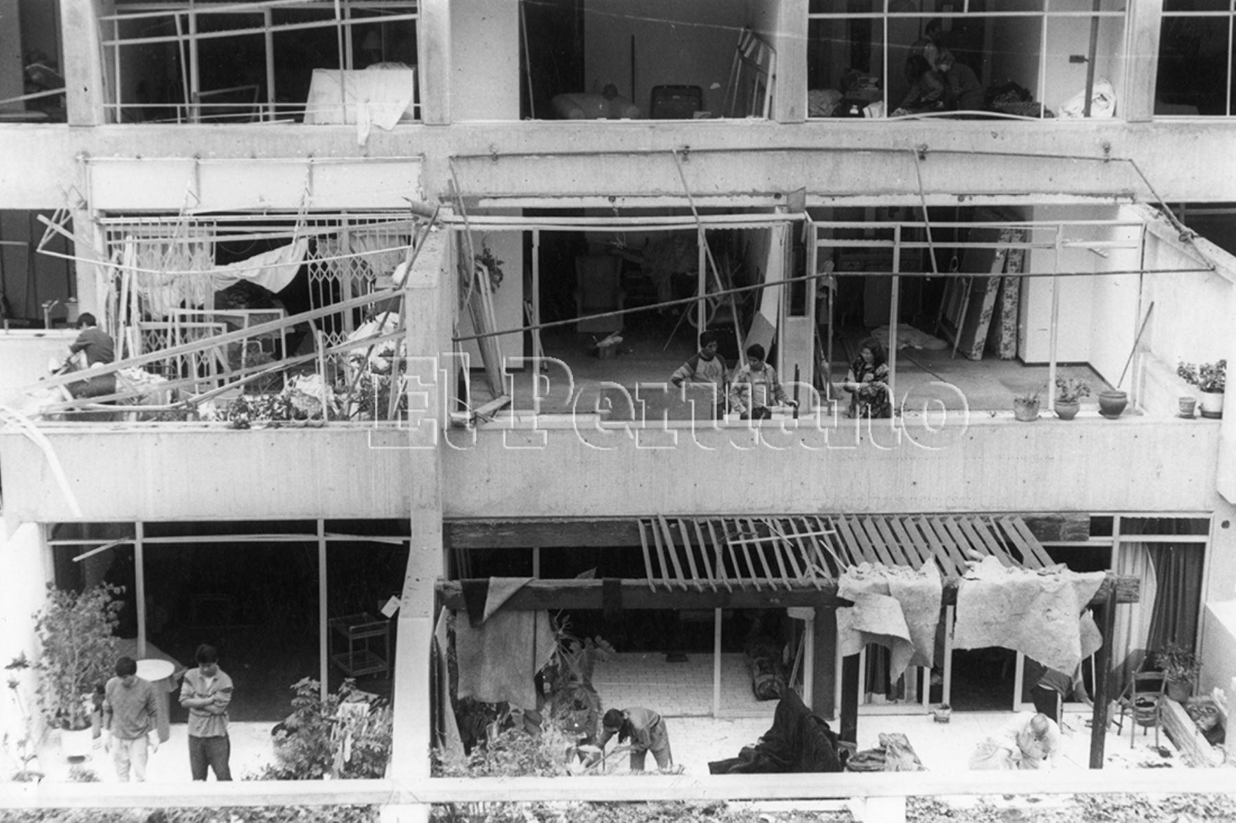 Vecinos afectados el 17 de julio de 1992 por el atentado terrorista en la calle Tarata del distrito de Miraflores. Foto: Archivo Histórico de EL PERUANO
