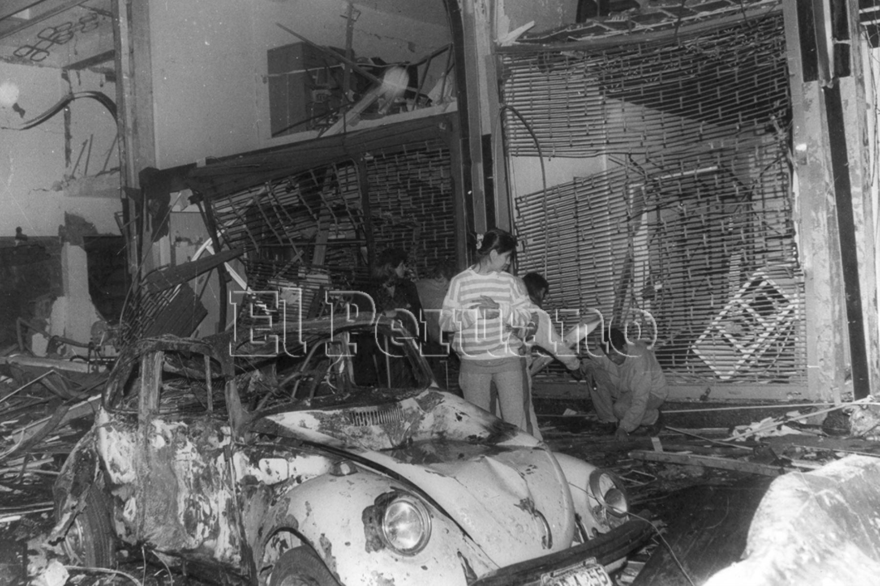 Atentado senderista con coche bomba en la calle Tarata de Miraflores el 16 de julio de 1992. Foto: Archivo Histórico de El Peruano.