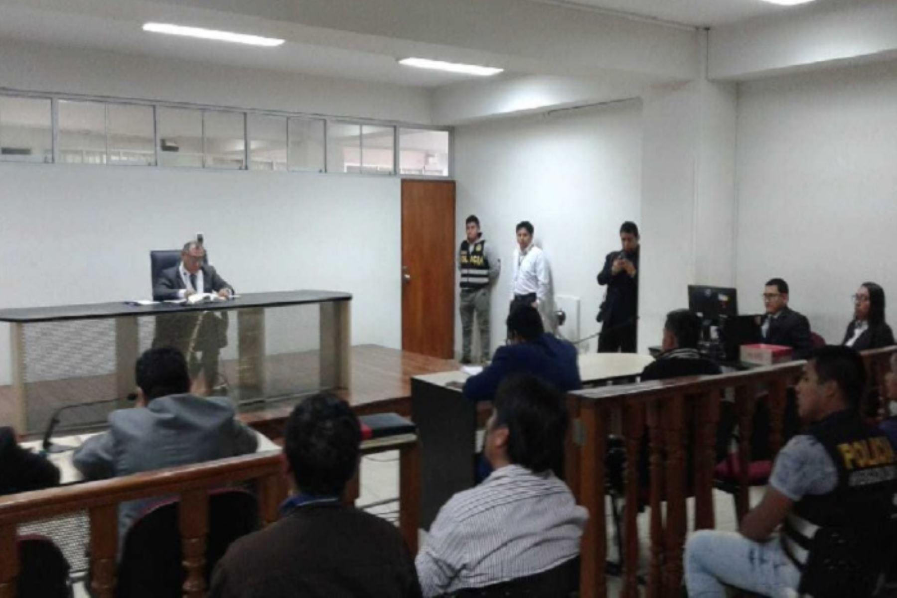 El Sétimo Juzgado Penal de Trujillo, en la región La Libertad, decide hoy la situación legal de Alexander Manuel Pérez Gutiérrez, alias Gringasho, a quien la Policía Nacional detuvo el último sábado por tenencia ilegal de arma de fuego.