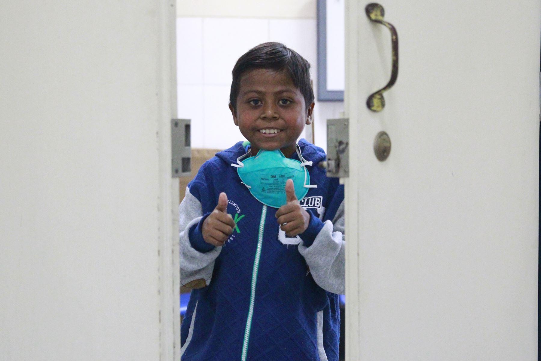 Giovani Mendoza Lima (10) vuelve a sonreír a la vida. Hace dos meses le hicieron un trasplante de hígado en el hospital Guillermo Almenara. Foto: ANDINA/Eddy Ramos