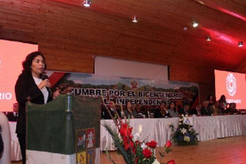 La ministra de Cultura, Patricia Balbuena, agradeció el entusiasmo de los gobernadores regionales para impulsar las iniciativas que permitan a las peruanas y peruanos, celebrar el Bicentenario de la Independencia.
