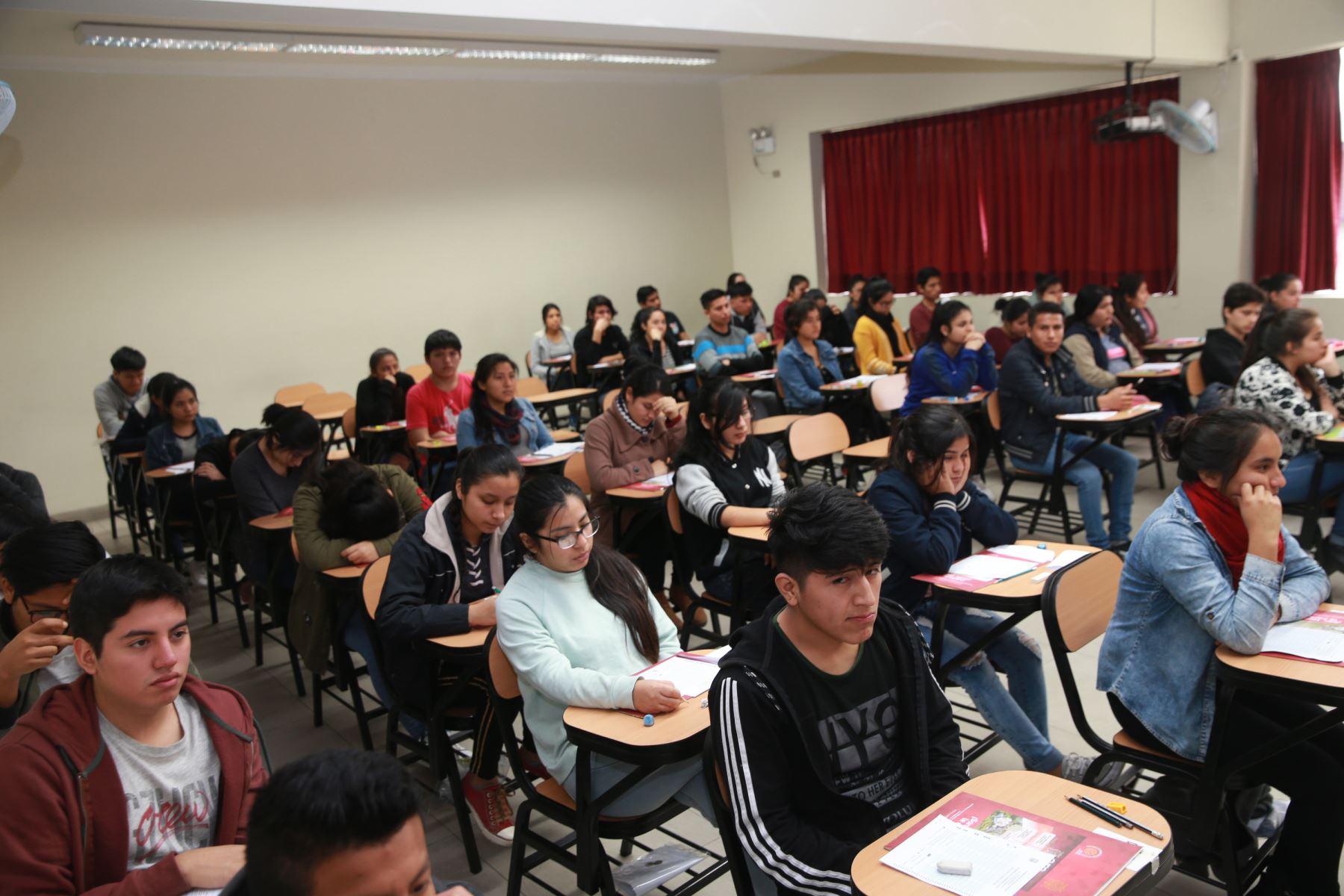 12  universidades aún siguen en carrera para obtener el licenciamiento. Foto: ANDINA/Norman Córdova.