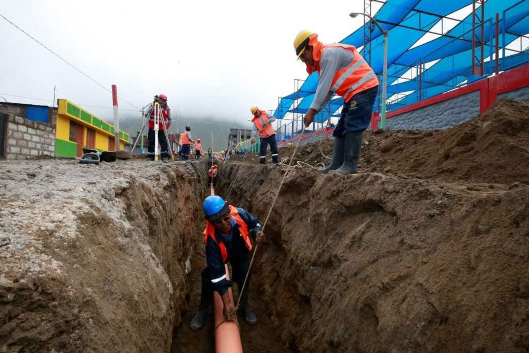 Tendido de redes de agua potable. Foto: ANDINA/Difusión.
