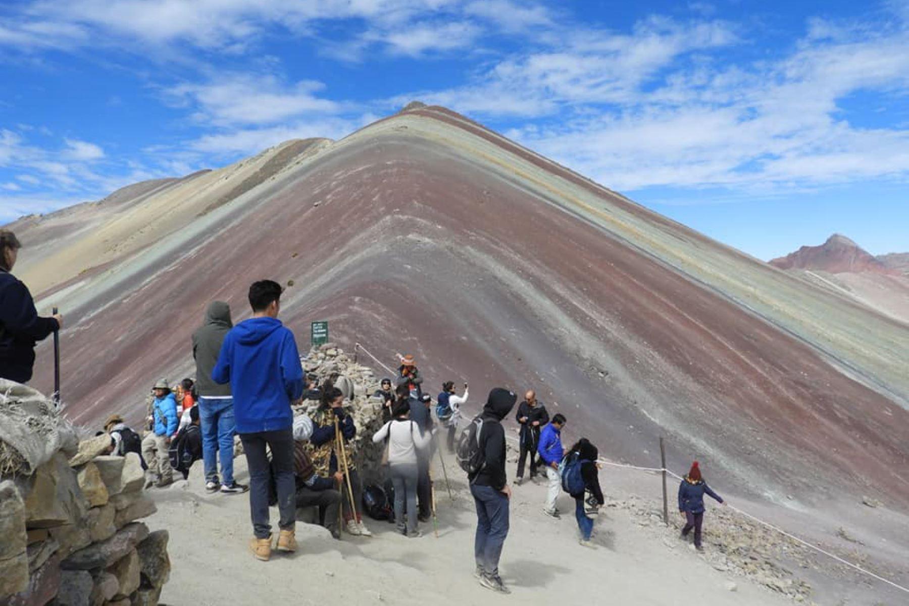 Vinicunca ya es el segundo destino turístico más visitado del Perú. Foto: ANDINA.