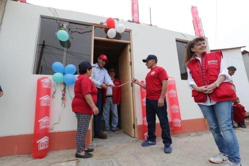 Presidente Vizcarra entrega la vivienda N° 7,500 a damnificados en Huarmey