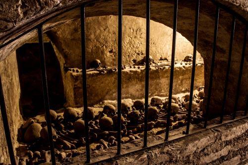 Entre luces y sombras del Museo Convento San Francisco y Catacumbas de Lima