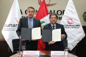 Firma de convenio entre titulares de Contraloría, Nelson Shack; y de Registros Públicos, Manuel Montes..