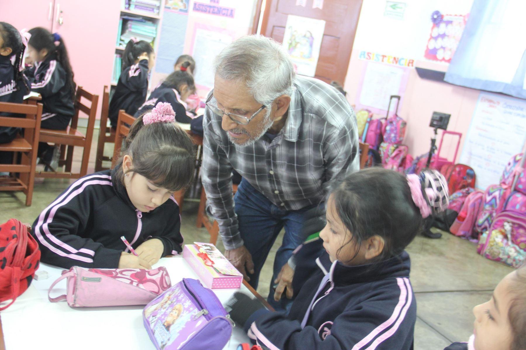 Pensión 65 premiará a 27 escolares finalistas de Los abuelos ahora. ANDINA/Difusión