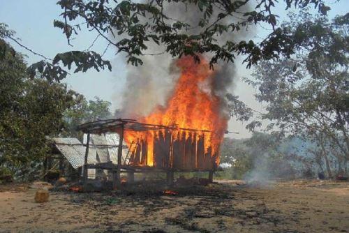 Pasco: incendio consume rústica vivienda en distrito de Constitución