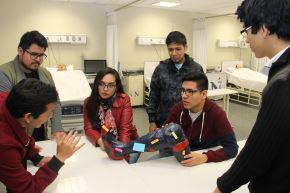 Estudiantes de la UPN crearon prótesis a partir de botellas de plástico recicladas. Foto: Cortesía