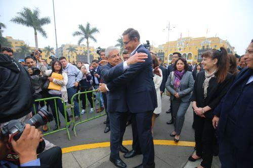 Presidente Vizcarra junto al jefe del Gabinete y ministros de Estado salen del Palacio de Gobierno