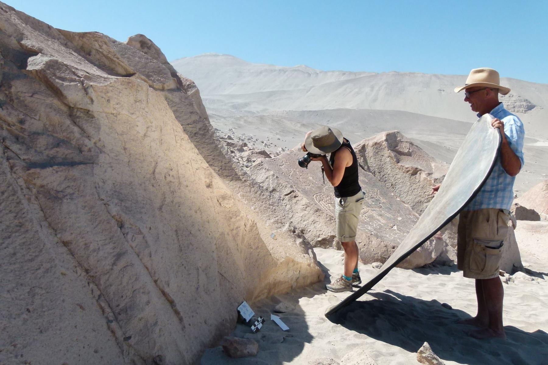 Arqueólogos de Perú y Polonia realizan trabajos de investigación en petroglifos de Toro Muerto, ubicado en la provincia de Castilla, en Arequipa. Foto: Equipo de Investigación Arqueológica Toro Muerto