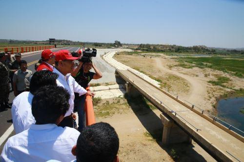 Jefe del Estado inaugura obras de mejoramiento de carretera en provincia de Sullana, Piura