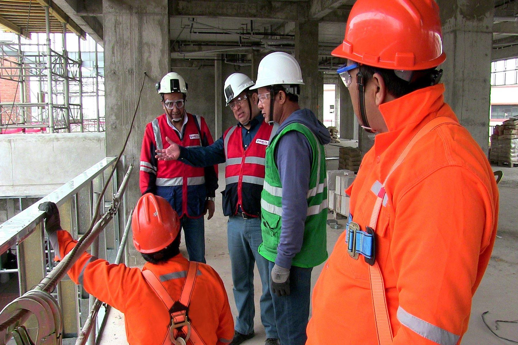 Paralizan obras de construcción civil que ponían en riesgo a 236 trabajadores Foto: Sunafil