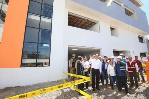 Presidente Vizcarra,inspeccionò obras del centro de salud de la Joya, en Arequipa