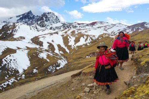 Montaña de Colores Vinicunca cuenta con nueva ruta que preserva impresionante ecosistema