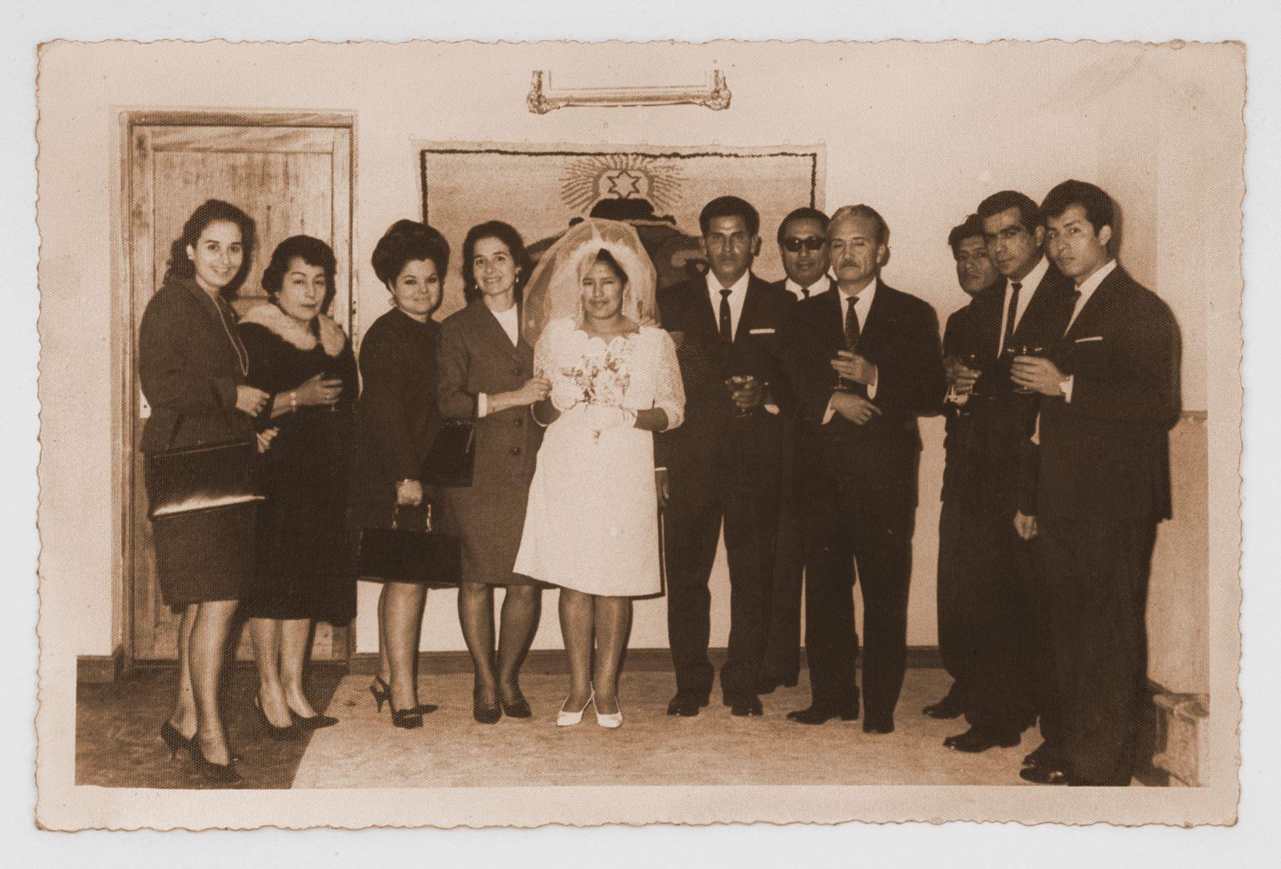 José María Arguedas, padrino de bodas. Foto: archivo particular de Ítalo Sifuentes.