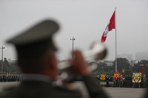 Desfile de honor por el Día de las Fuerzas Armadas