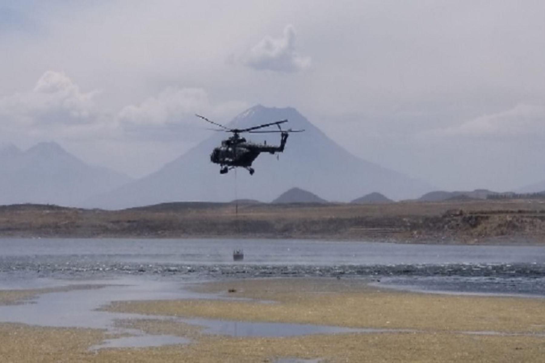 Enfrentando condiciones complicadas, dos helicópteros Mi-17 del Ejército del Perú, tripulado por personal militar de la Fuerza Aérea del Perú (FAP) lograron extinguir el incendio forestal registrado desde ayer en el distrito de Pocsi, provincia y región Arequipa, tras usar un total de 38,4000 litros de agua.