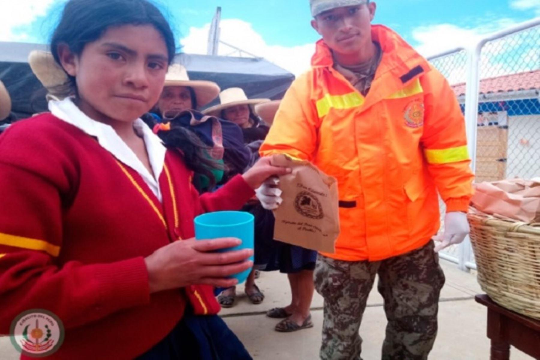 El Convoy Verde de Acción Cívica (Covac) del Batallón de Infantería Motorizado N° 323 Huamachuco, del Ejécito del Perú, llevó ayuda a la población del caserío Cungush, distrito de Curgos, provincia de Sánchez Carrión, con el apoyo de la municipalidad, subprefectura, Cuna Más y la Asociación de Reservistas de La Libertad.