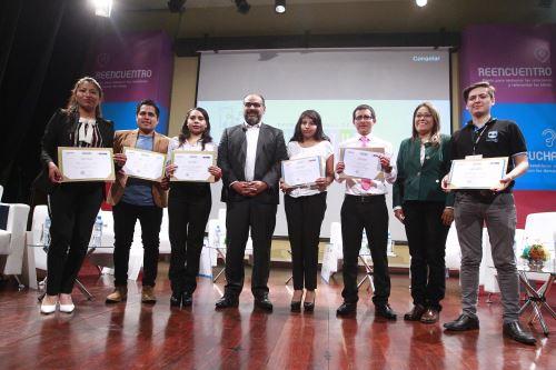 Ministerio de Educación entrega Premio Nacional de la Juventud