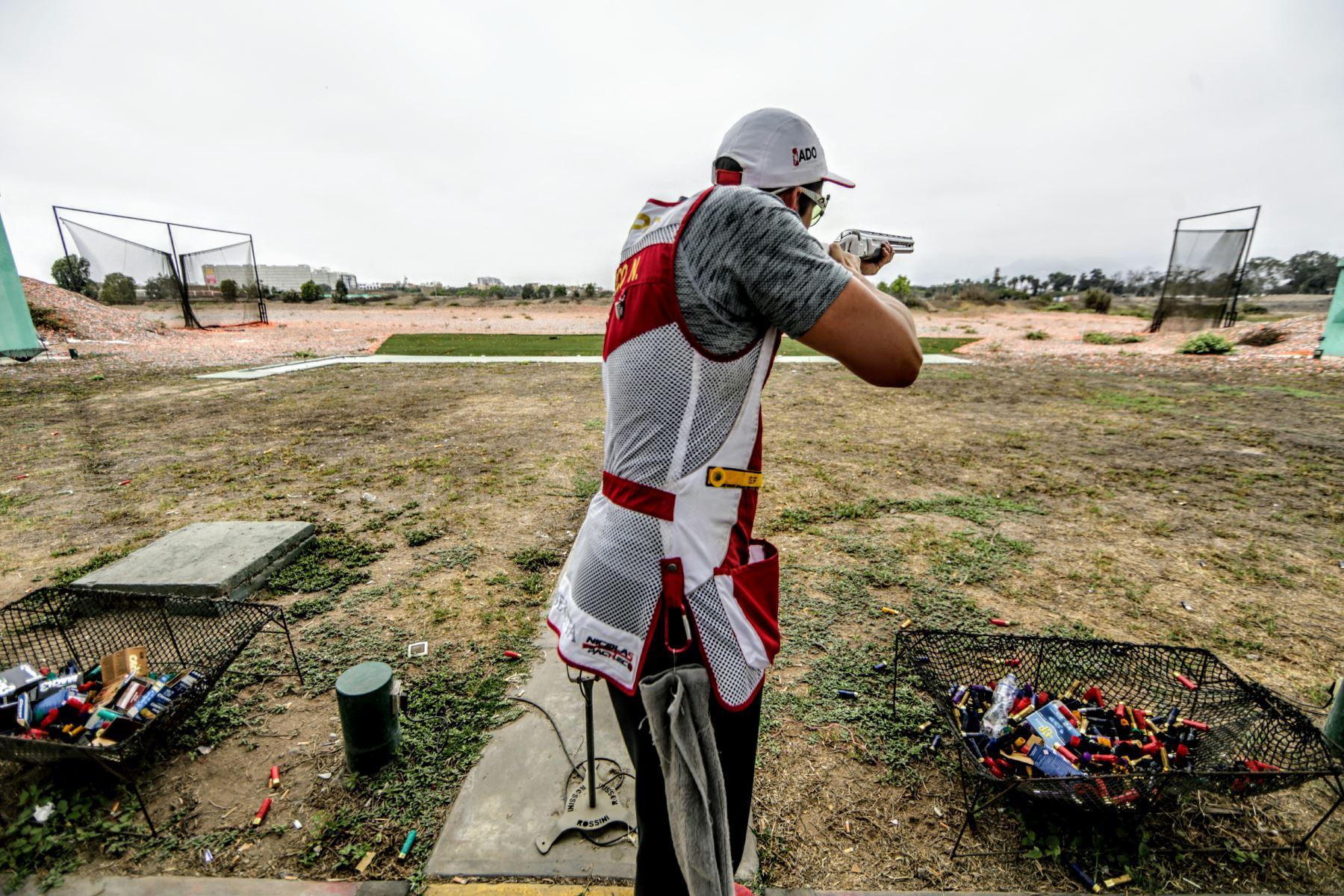 Nicolás Pacheco tiene 24 años. Dispara desde los seis. Ha asistido a una Olimpiada y tiene amplias posibilidades de asistir a las de Tokio 2020. Foto: ANDINA/Luis Iparraguirre