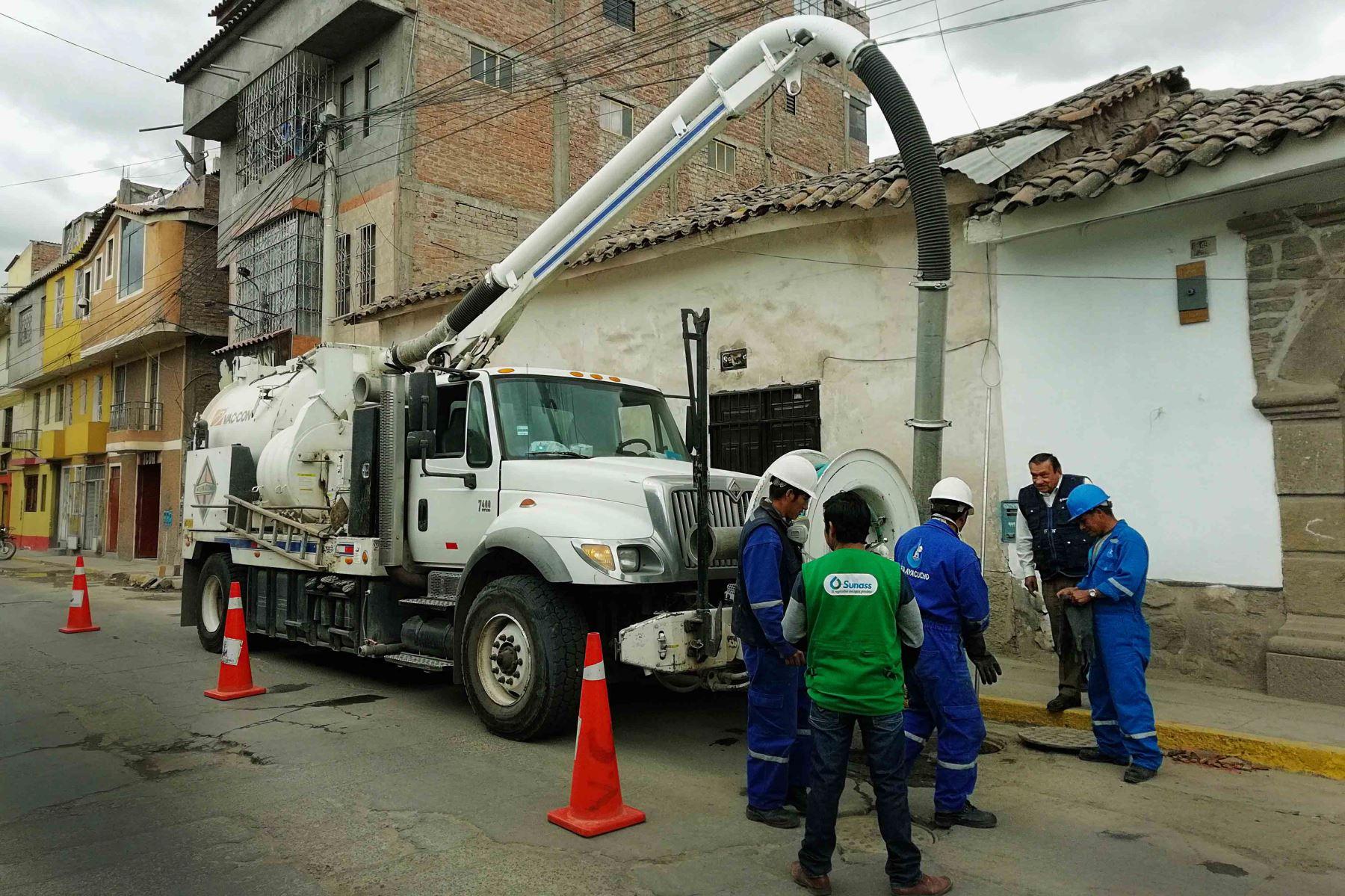 Con maquinaria limpian redes de alcantarillado de la ciudad de Ica. ANDINA/Difusión