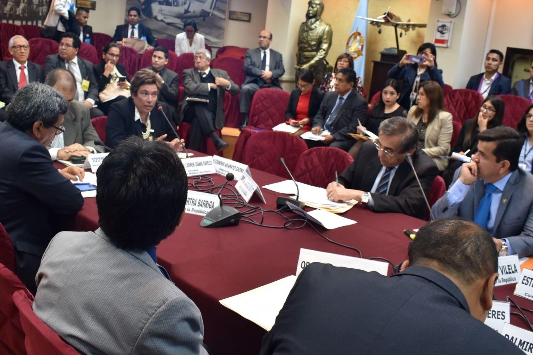 Decana del Colegio Médico del Perú, Liliana Cabani, en la Comisión de Salud del Congreso Foto: Difusión