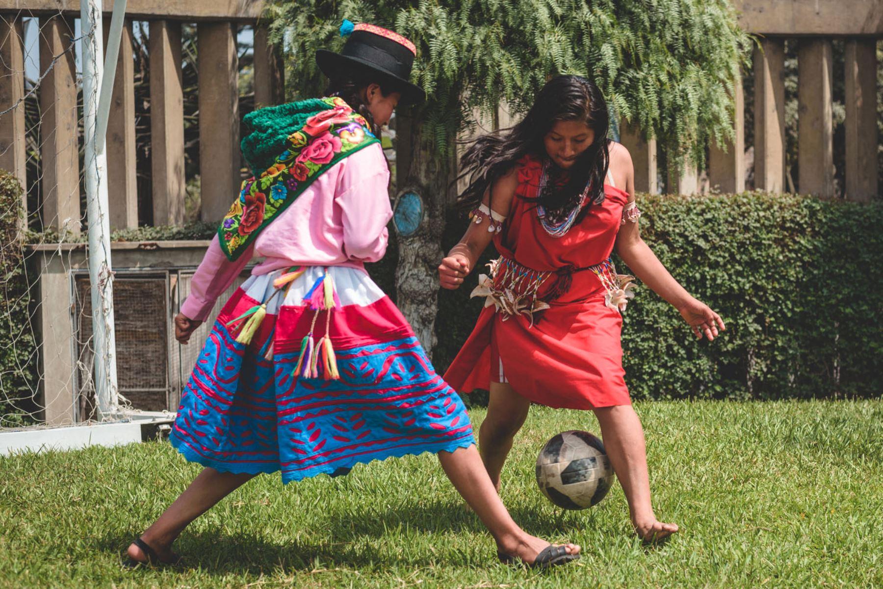 Conozca a las guerreras del fútbol femenino escolar. ANDINA/archivo