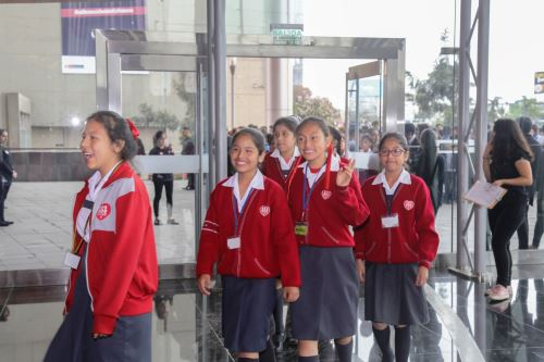 Uso de falda escolar no obligatorio, y atenta derechos de niñas y adolescentes al juego. ANDINA/Difusión