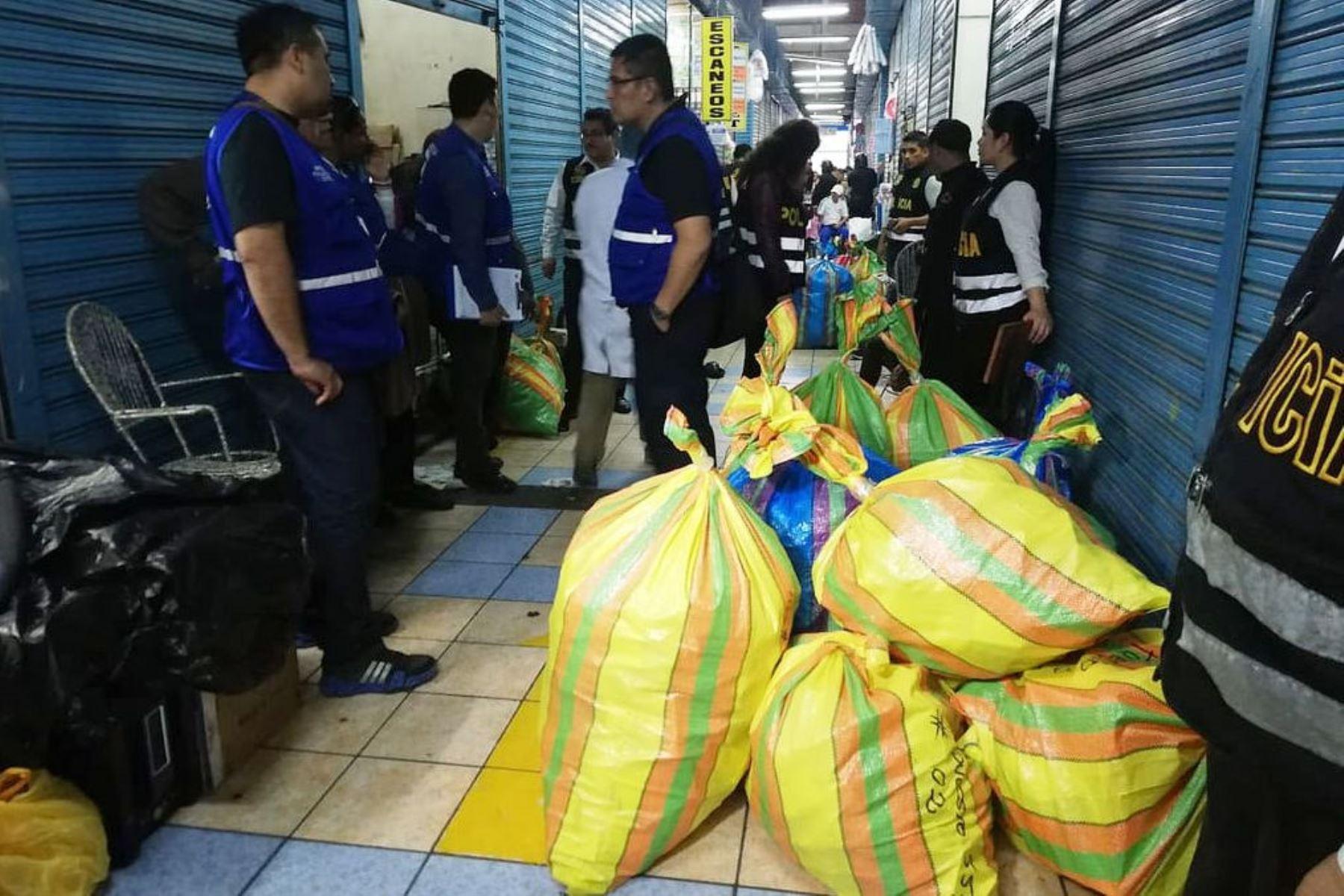 Policía incauta 2.5 toneladas de productos farmacéuticos adulterados. Foto: ANDINA/Difusión.