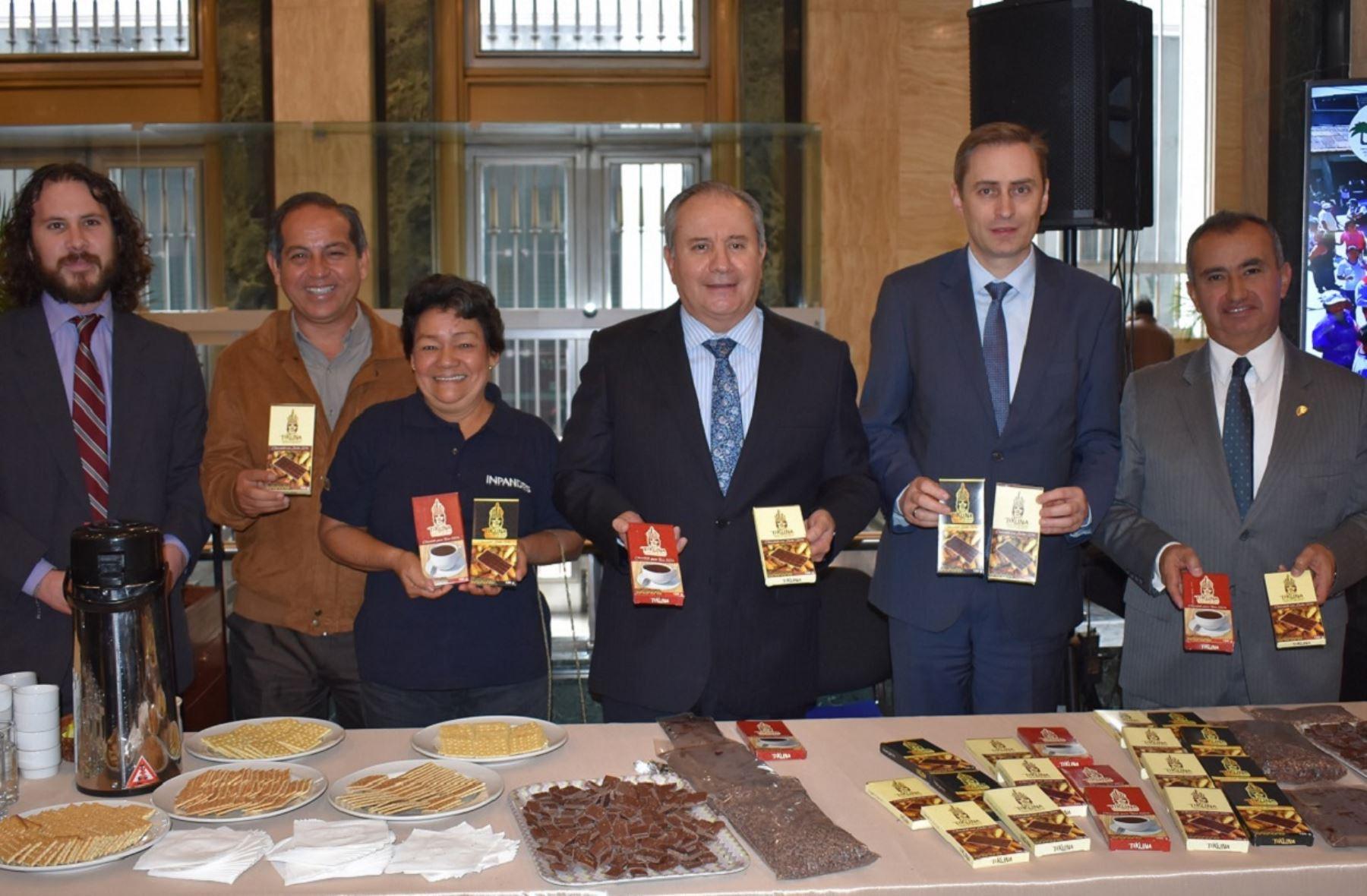 Presentación del chocolate tikuna en la Cancillería peruana. Foto: Cortesía.