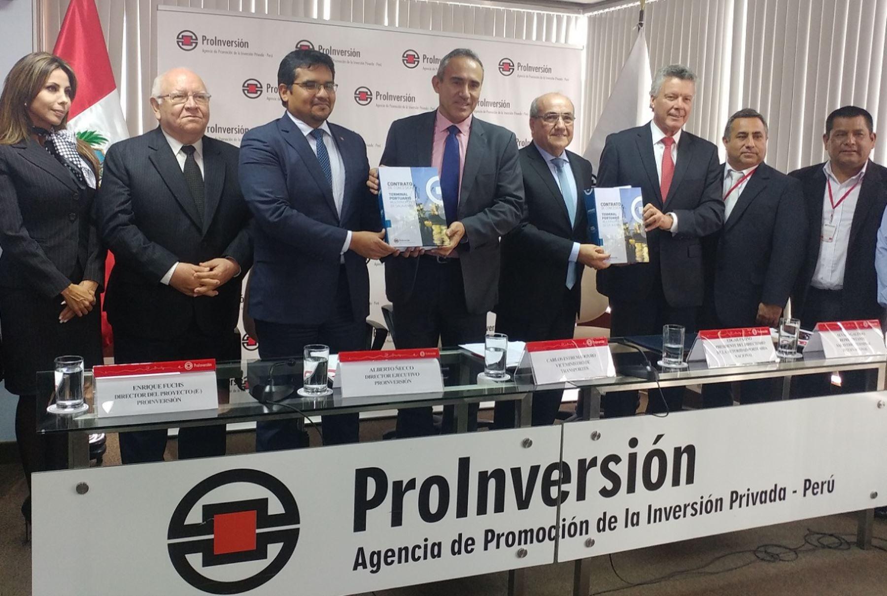 Firma del contrato de concesión del puerto de Salaverry. Foto: Andina.