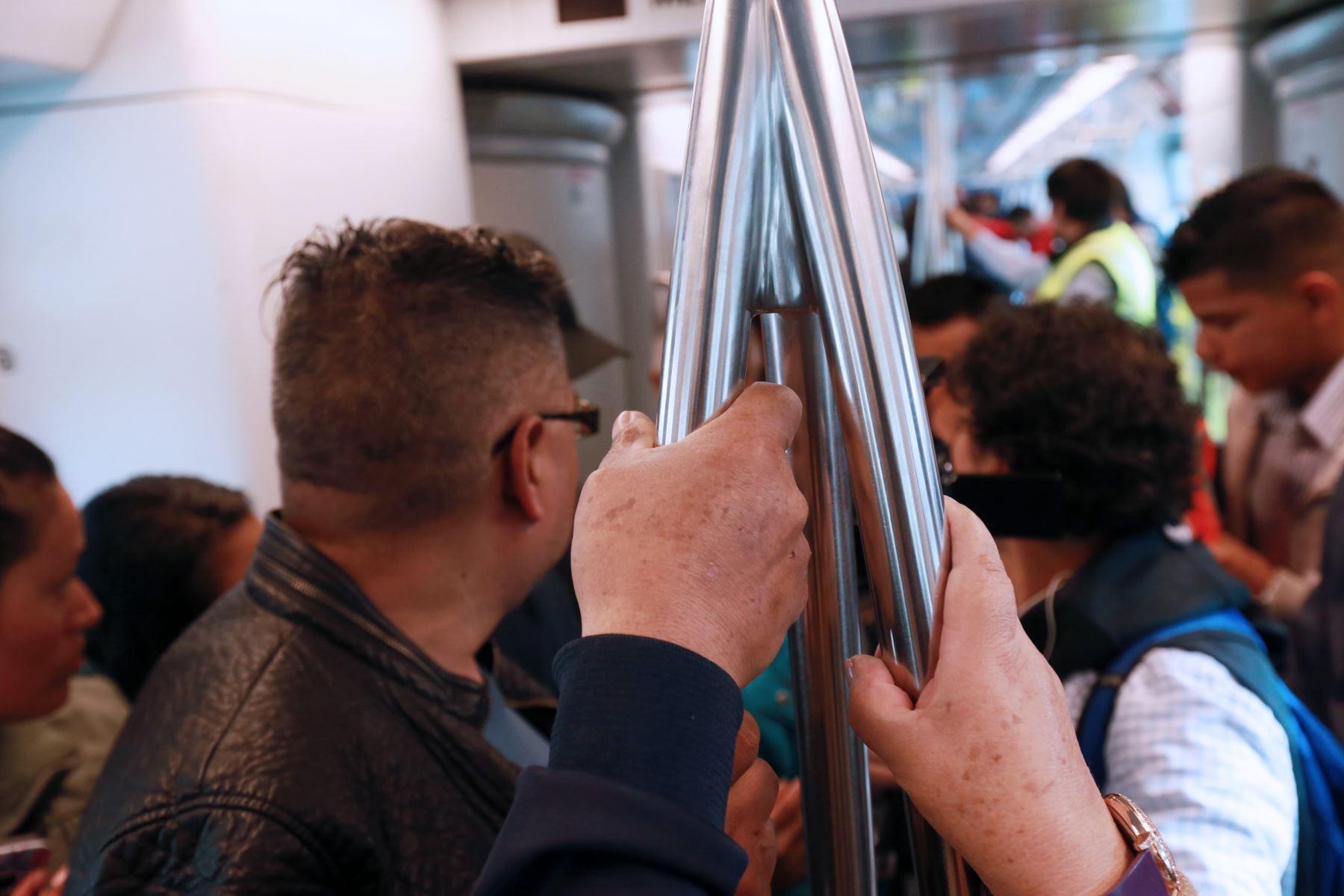 La AATE saluda y comparte la preocupación de la Contraloría General sobre la comercialización informal de pasajes en la Línea 1 del Metro de Lima. Foto: ANDINA/Norman Córdova