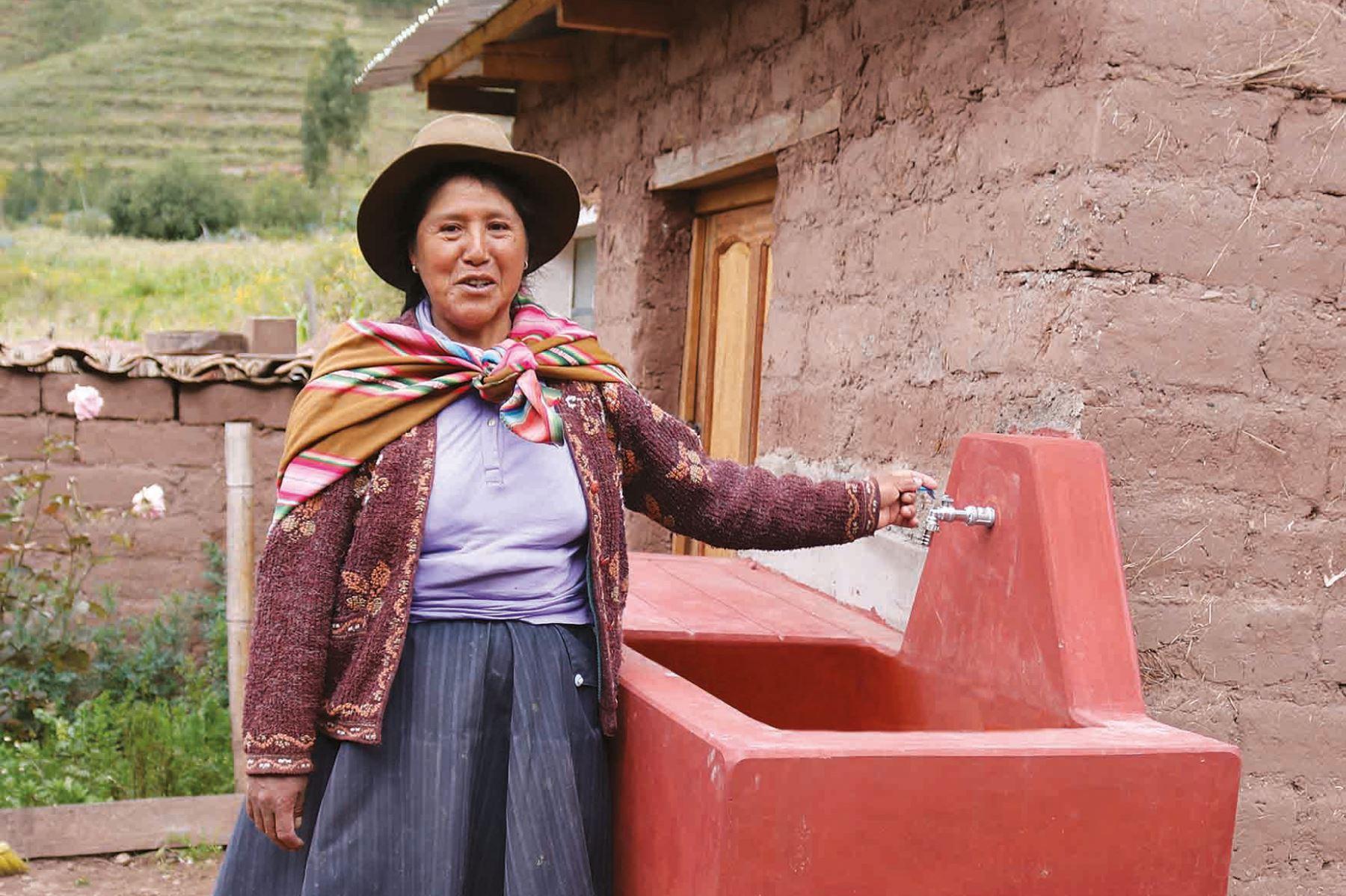 Ministerio de Vivienda, Construcción y Saneamiento entrega 10 obras de agua y saneamiento a municipios de Cusco.