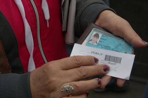Los ciudadanos de la región Arequipa podrán tramitar el duplicado de su Documento Nacional de Identidad (DNI) hasta el 26 de mayo, a fin de asegurar la emisión del documento de entidad antes de la segunda vuelta electoral, informó el Registro Nacional de Identificación y Estado Civil (Reniec). Foto: ANDINA/Héctor Vinces.