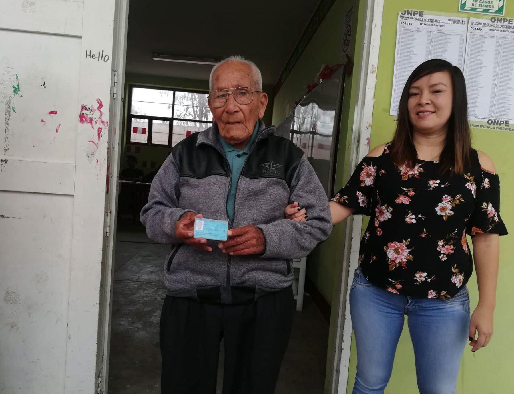 Elecciones 2018: anciano de 102 años es un ejemplo de civismo en Chimbote |  Noticias | Agencia Peruana de Noticias Andina