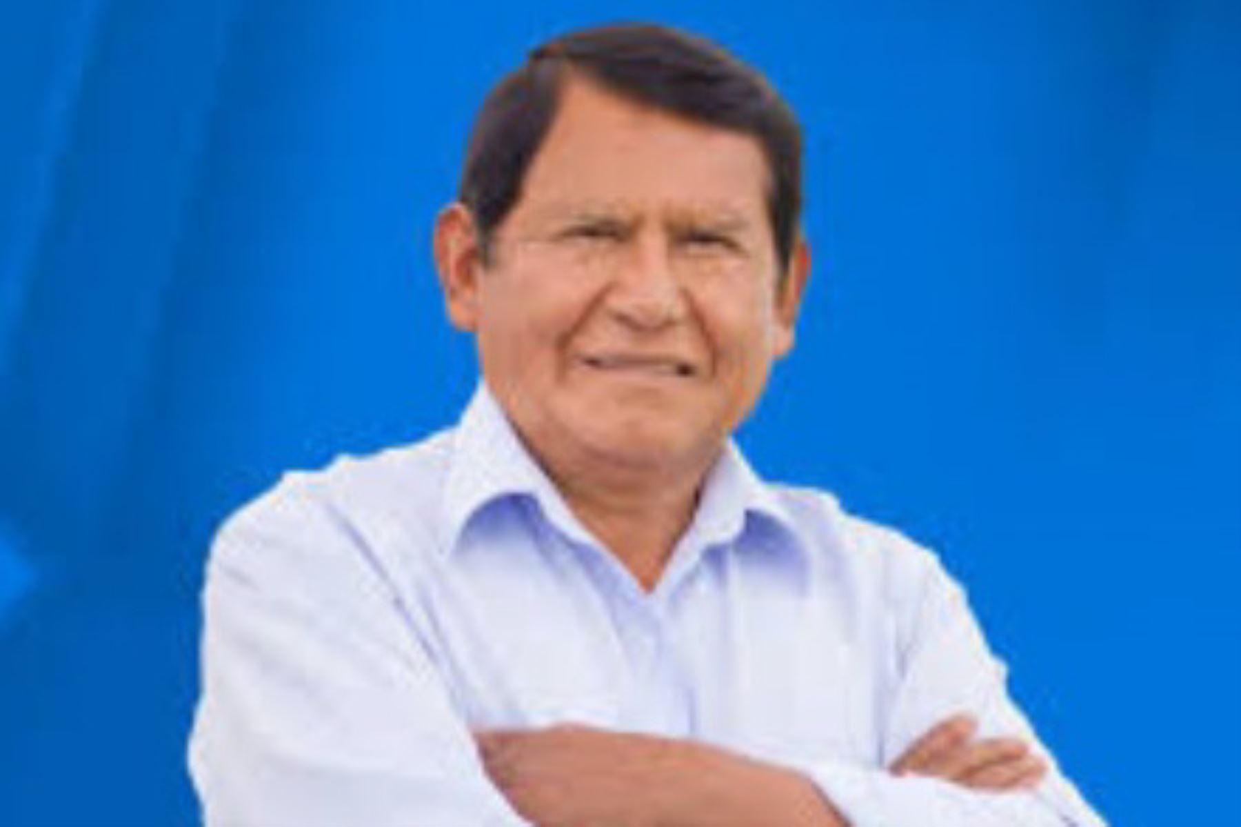 El candidato Zenón Cuevas (Moquegua Emprendedora Firme) sería el nuevo gobernador regional de Moquegua, al haber conseguido el 44.4% de los sufragios en los comicios de hoy, según el sondeo a boca de urna de la encuestadora Ipsos Perú.