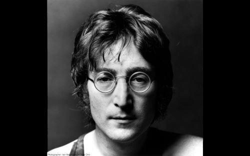 Músico británico John Lennon (1940-1980), líder de Los Beatles.