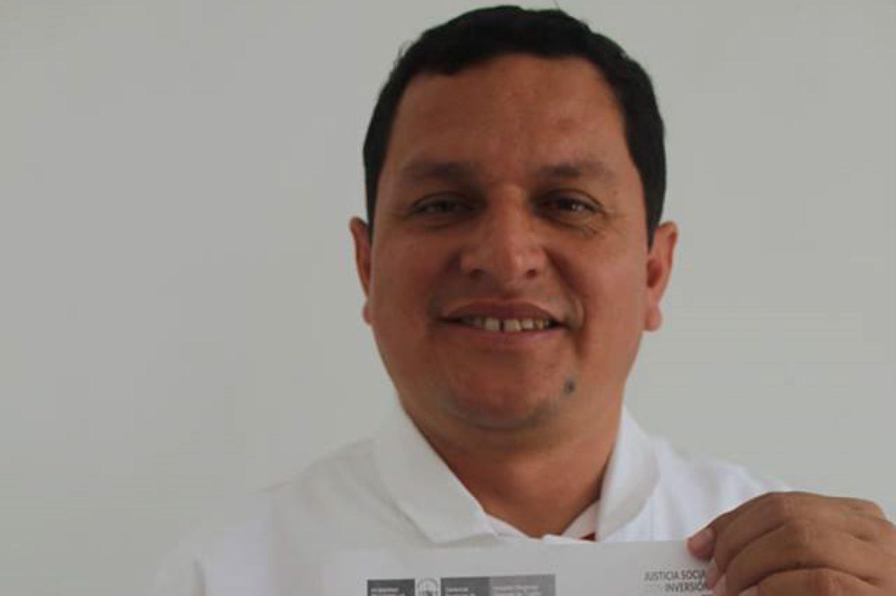 El médico Servando García Correa, es natural del distrito de Lalaquiz, provincia piurana de Huancabamba. Nació el 5 de julio de 1980 y desde este 1 de enero de 2019 ejercerá la función de gobernador regional de Piura, cargo al que llegó tras postular tres veces de manera consecutiva.ANDINA