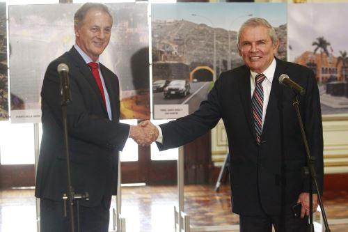 Alcalde electo Jorge Muñoz es recibido en el Palacio Municipal por burgomaestre de Lima, Luis Castañeda Lossio