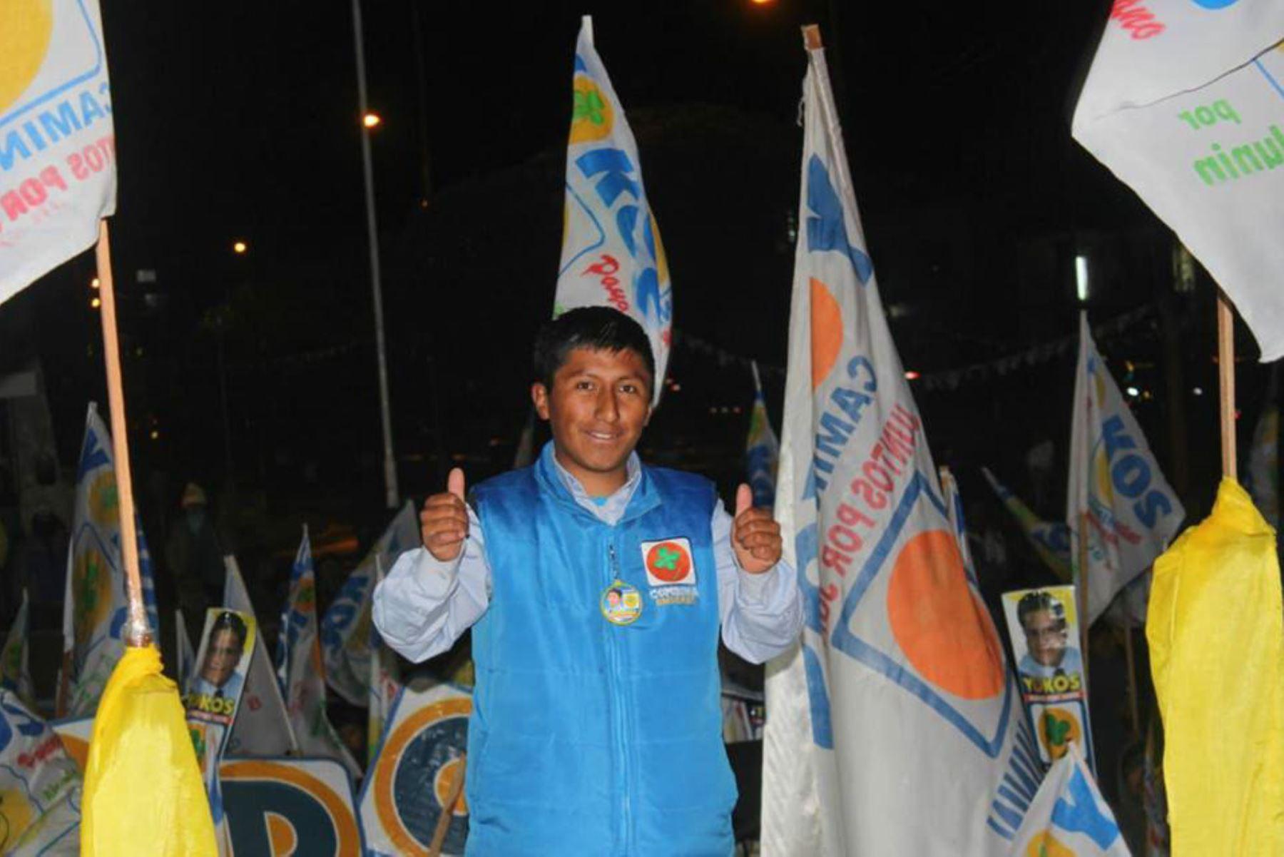 Fernando André Yachachín Zevallos pasó de ser un humilde portero de colegio a alcalde del distrito de Ondores, en Junín. Foto: Fernando Yachachín/Facebook