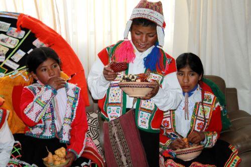 Escolares de 21 pueblos originarios presentan alimentos para combatir la anemia