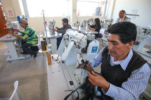 Los gobiernos, los sindicatos y los empleadores necesitan trabajar juntos a fin de hacer que las economías y los mercados laborales sean más inclusivos. Cortesía.