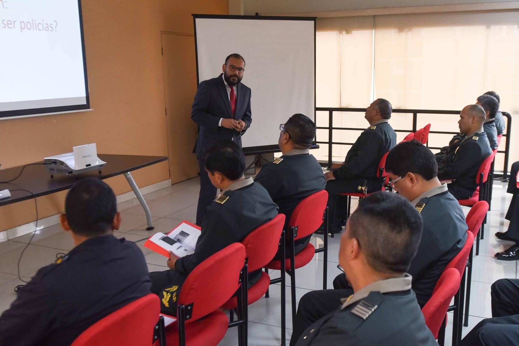 Personal de las comisarias de Lima y Callao preparados para ofrecer atención de calidad y sin discriminación.
