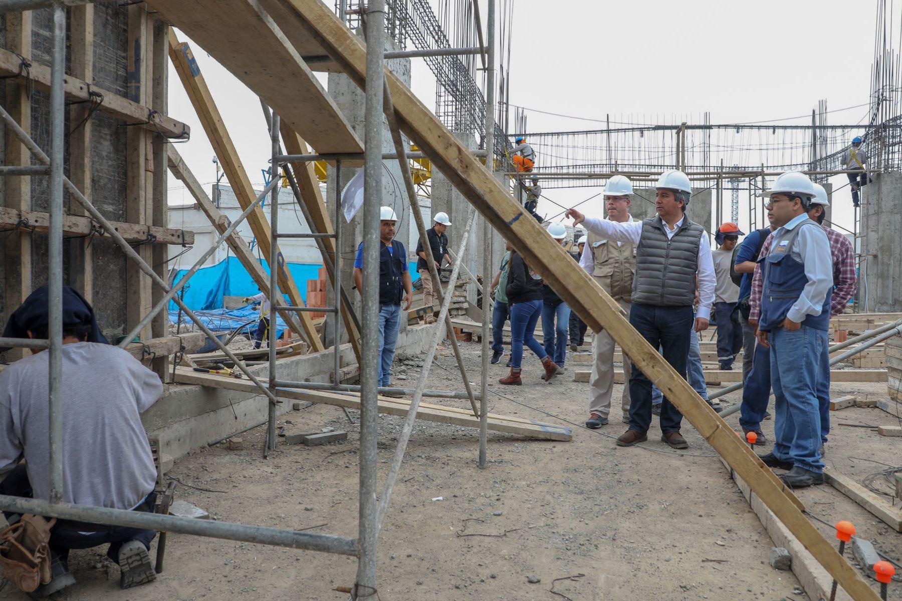 Las obras de mejoramiento del desembarcadero pesquero artesanal (DPA) de Ilo, en la región Moquegua, tienen un 45 % de avance, informó el ministro Raúl Pérez-Reyes.