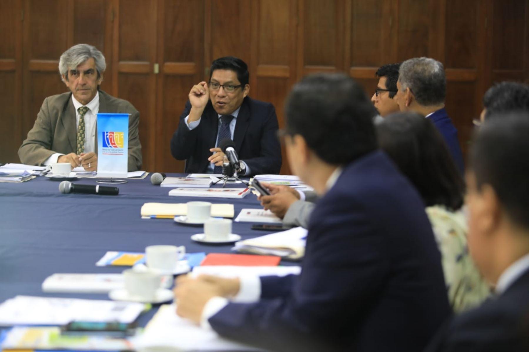 Ministro de Justicia presenta Plan Nacional de DDHH a la Mesa de Concertación para la Lucha contra la Pobreza.