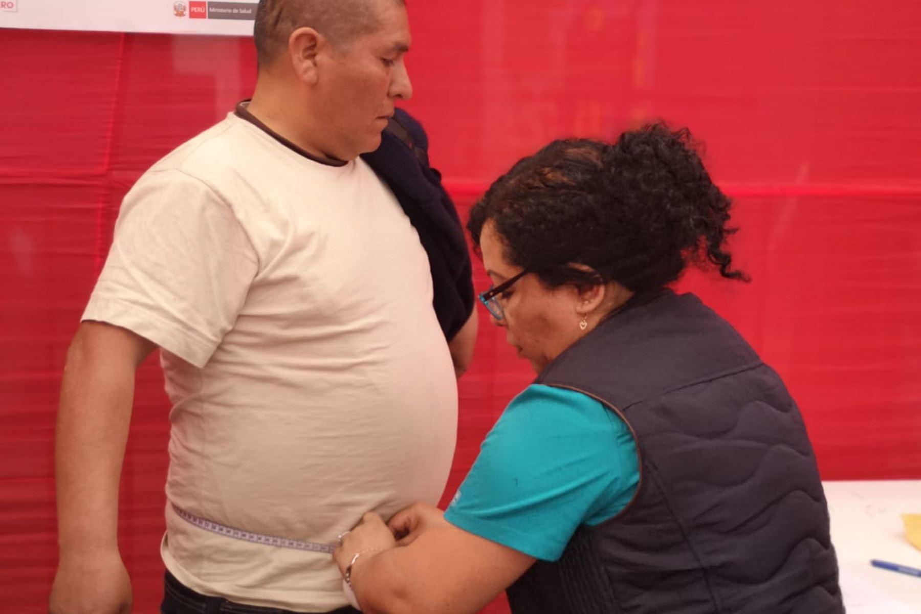 Obesidad y el sobrepeso afecta al 57.9% de peruanos mayores de 15 años.