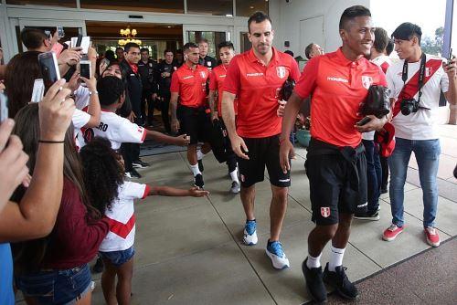 La selección peruana llegó al estadio Hard Rock de Miami para partido amistoso con Chile
